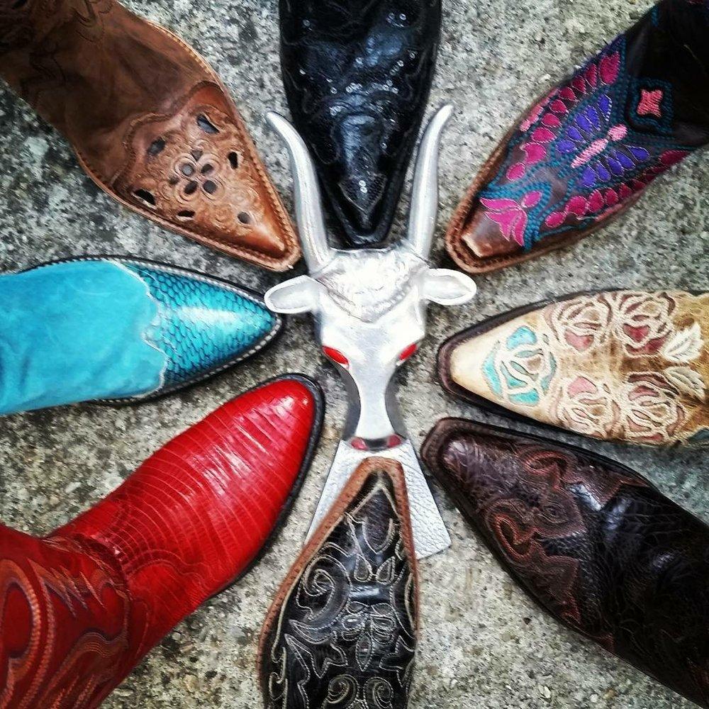 amazing_vintage_boots-1507834160353.jpg