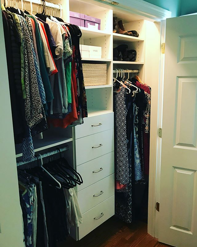 Used the #konmarimethod today with a client to transform her closet! Only items that #sparkjoy remain! #konmari #choosejoy #declutteryourcloset #thelifechangingmagicoftidyingup #learningtoletgo