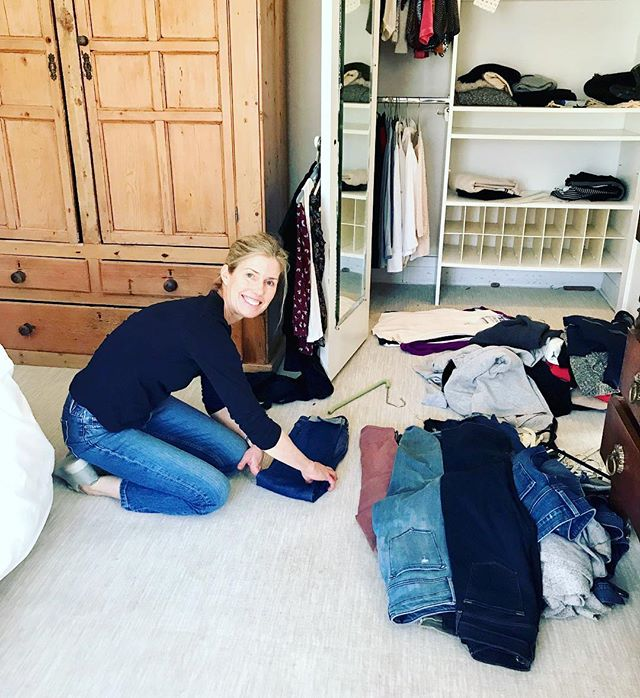 Worked with a client yesterday as she started her #konmari tidying journey! Here I am showing her the #konmarimethod way of folding her pants! We had fun! Looking forward to continuing with her as she learns to surround herself with only those items that #sparkjoy! #mariekondo #letgo #organizeyourcloset #grateful #thelifechangingmagicoftidyingup
