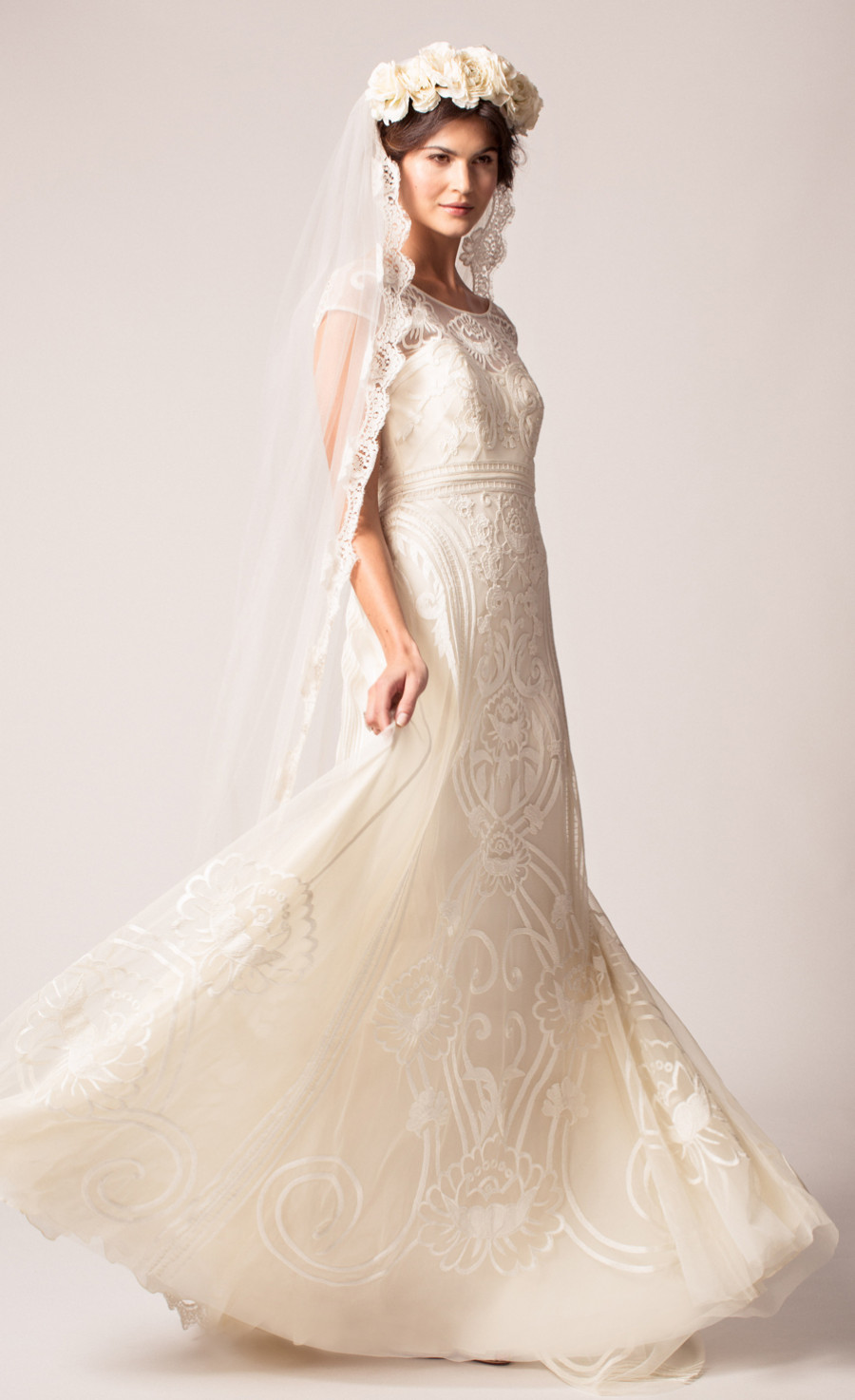 012_chrys-dress_long-honour-veil.jpg