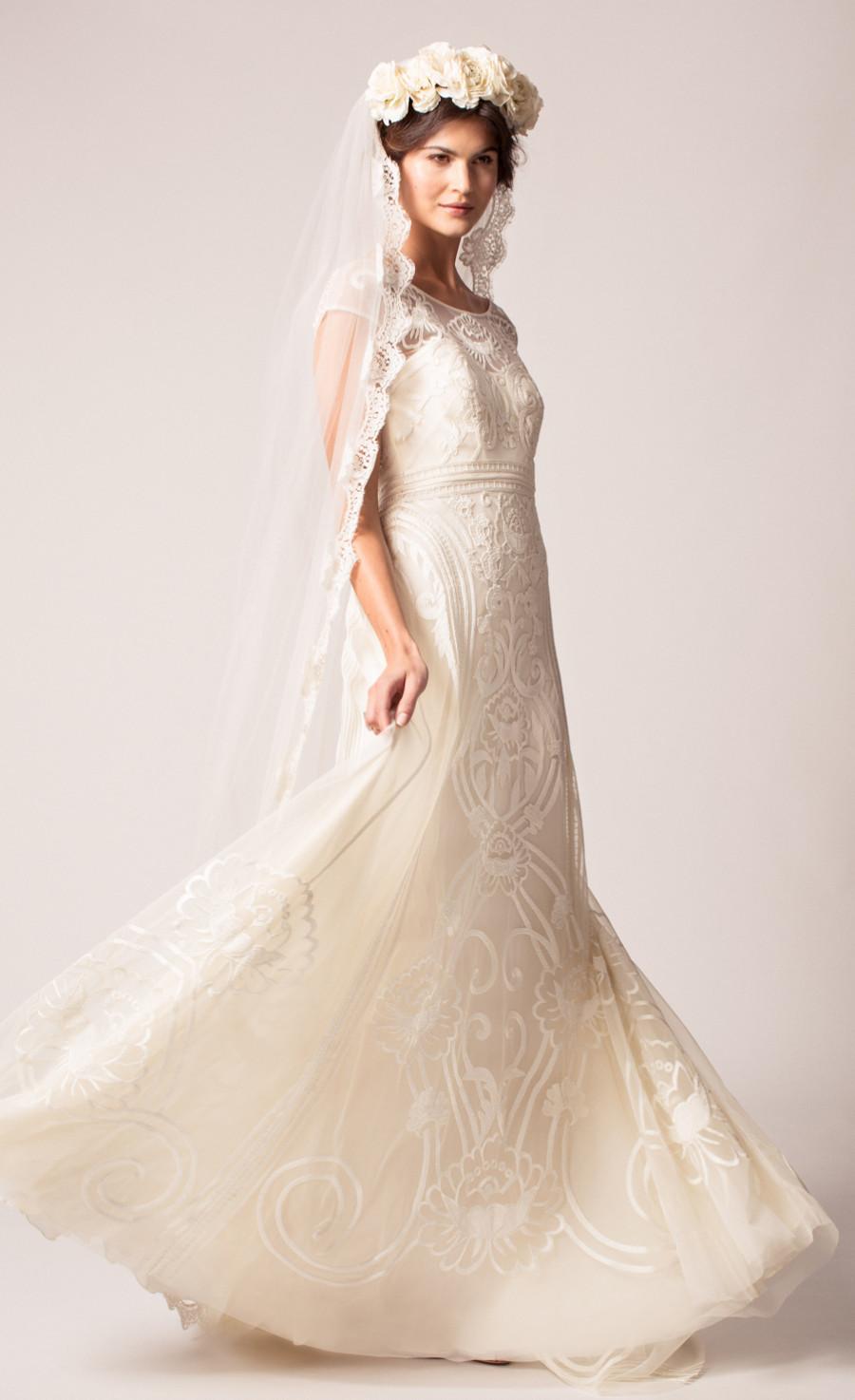 012_chrys-dress_long-honour-veil.jpg