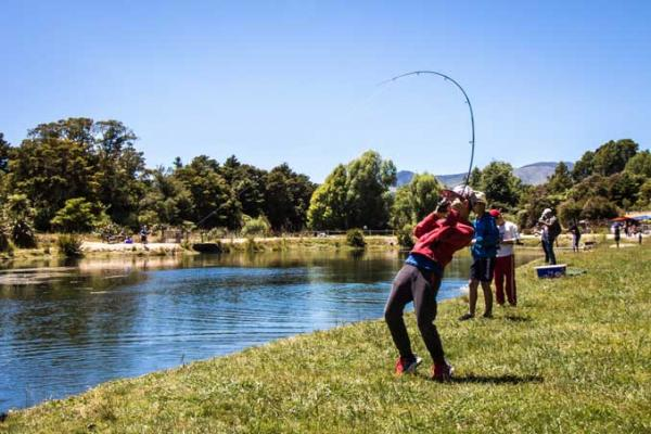 Salmon fishing and catching in Takaka, 2017