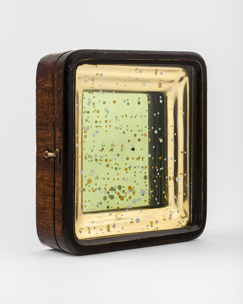 Uranometria , 2018  Kiot: reflective film, gold leaf, timber and glass  20 x 18 x 6 cm  SOLD