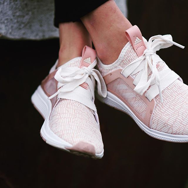 Blush pink sneakers being added to my workout & athleisure wardrobe!! @joshhemsley & @nylabreezedancer picked these out for me for Christmas!! They are on sale right now for under $70!!