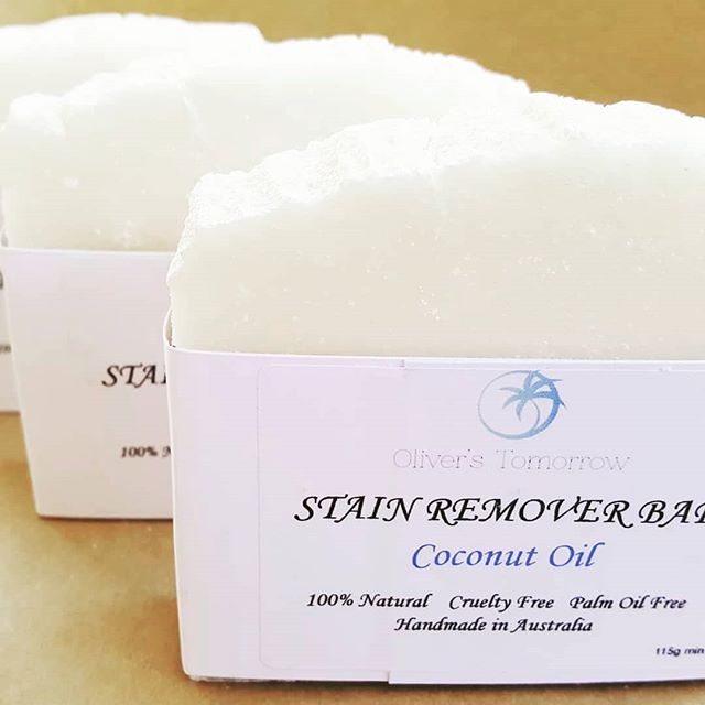 We have had some great feedback back on this little number so thought it was time to share. The @oliverstomorrow Stain Remover Bar made by our good friends @thefamilyhubaus gently removes stains naturally without the use of bleaches, detergents, ammonias or phosphates, perfect for sensitive skin.  We have been using for a while and think it's great but it's nice to have customers agree. Time for a change?🌴🌴🌴🌴 . . . #oliverstomorrow #plasticisntfantastic #plasticfree #ecoshopping #eco #everylittlechangecounts #ethicalshopping #ecofriendly #shopplasticfree #thefamilyhub  #onlineshopping