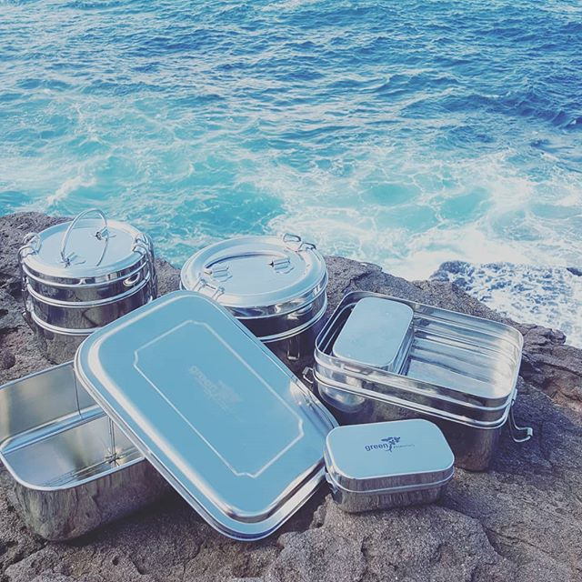 We now have smaller sized stainless steel lunchboxes in stock to go along side our regular sized bentos and stackers, perfect for those little ones starting school.  @oliverstomorrow 🌴🌴 . #oliverstomorrow #plasticisntfantastic #plasticfree  #ecoshopping #eco #ecofriendly #ecolunchbox