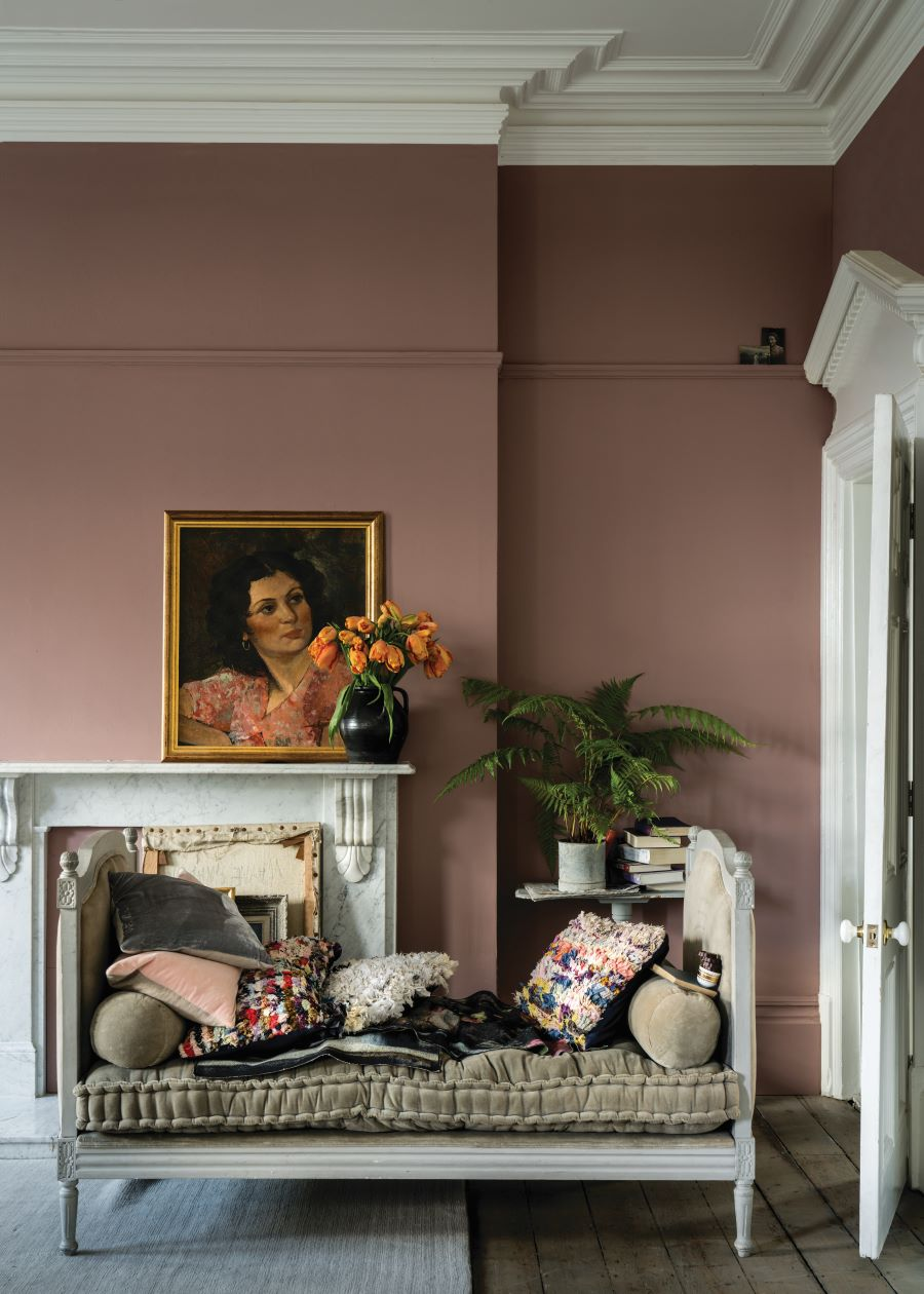 Farrow & Ball's Sullking Room Pink paint adds a very stylish backdrop to this room. Go paint!