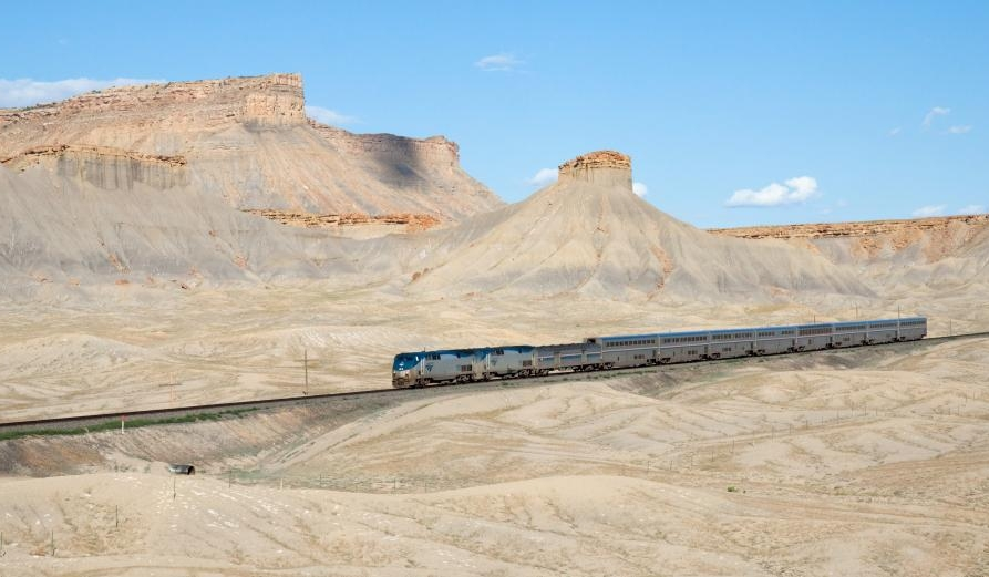 usa-amtrak_california_zephyr_green_river_-_floy_utah_david_gubler.jpg
