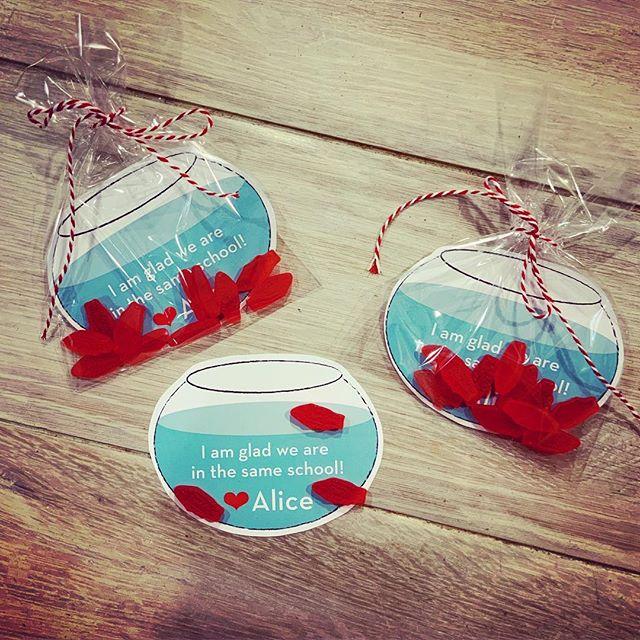 It's time for Kindergarten puns once again. #schooloffish #valentines # #kindergarten #homemadevalentines #swedishfish #nottoosappy #redandteal #fishbowl  #savannahart #savannahvalentines