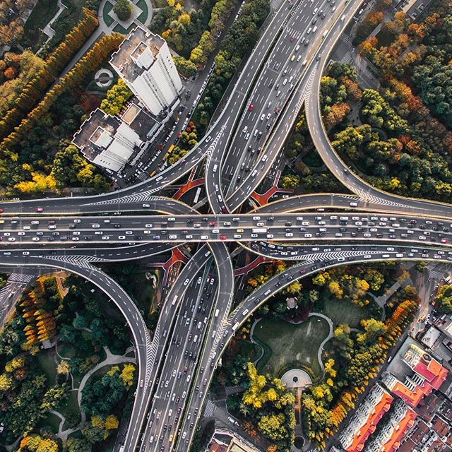 Stehen wir am Ende der Mobilität, wie wir sie kennen? Um diese und weitere spannende Fragen, kümmert sich die #denkfabrikmobilitaet