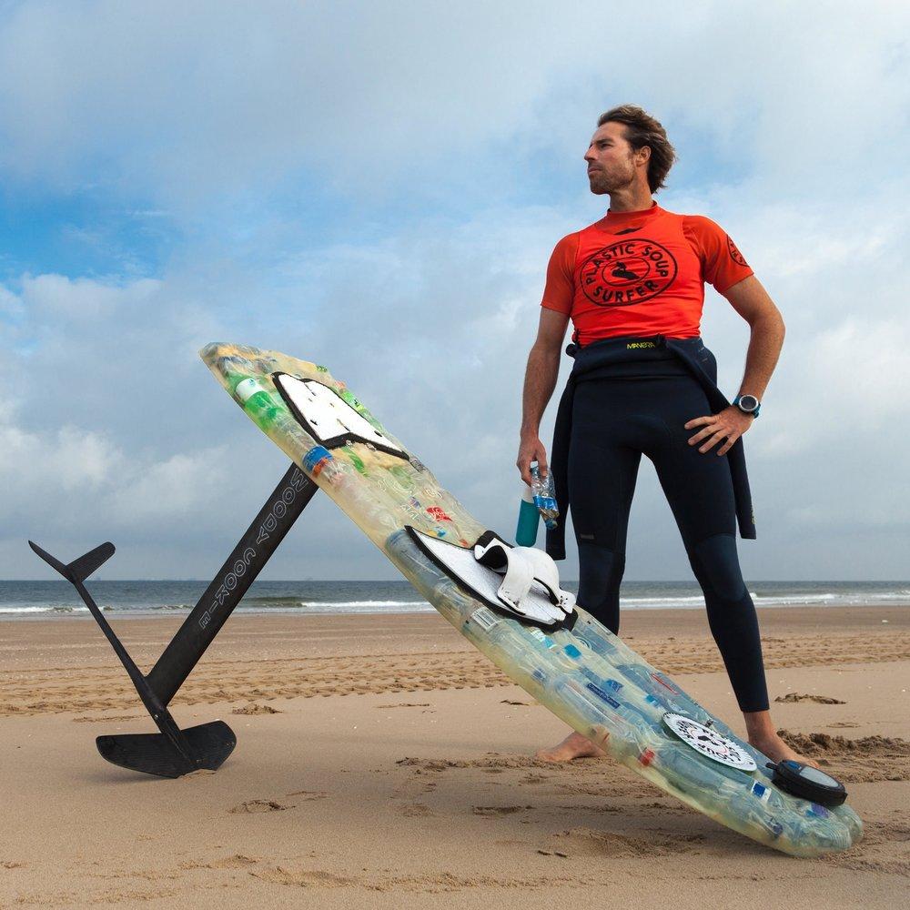 Merijn Tinga - Surfing