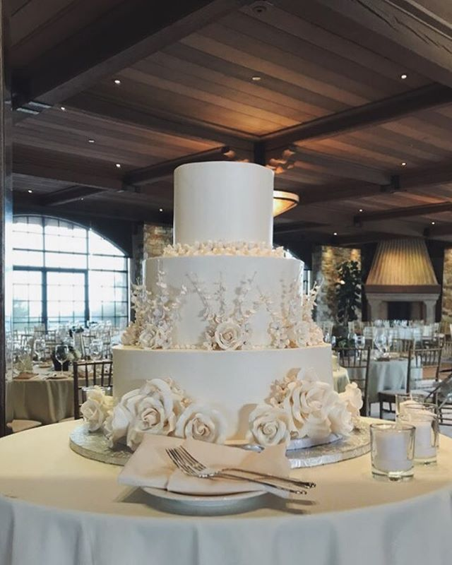 Beautiful cakes for a beautiful wedding #butterybakery