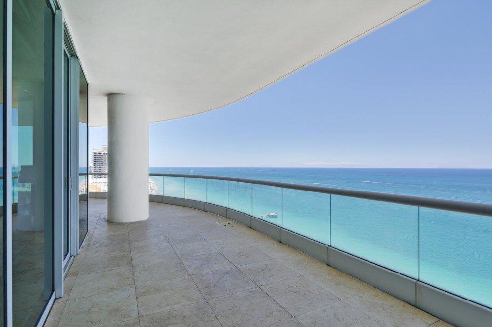 1_balcony.jpg