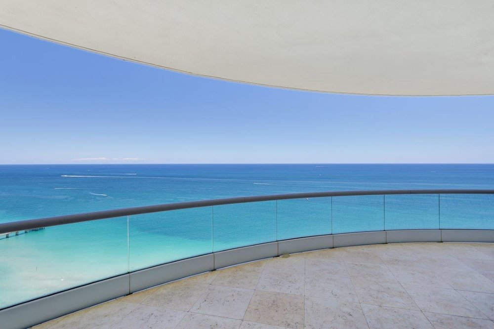 4_balcony.jpg