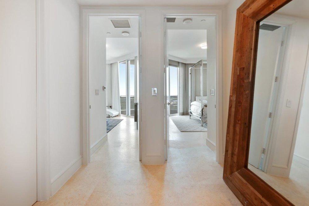 44_hallway.jpg