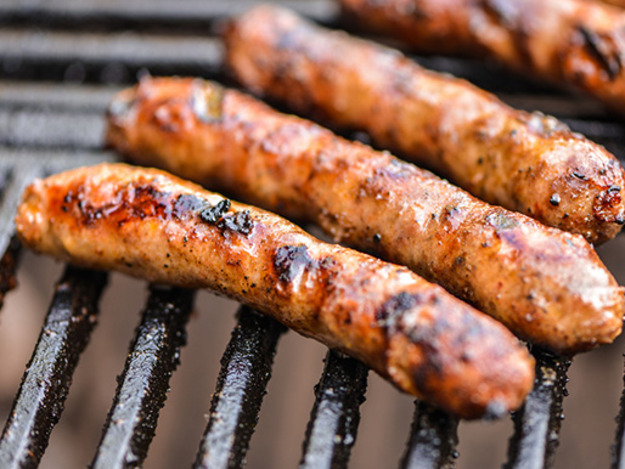 Organic sausage - Mild and spicy smoked links, maple sausage
