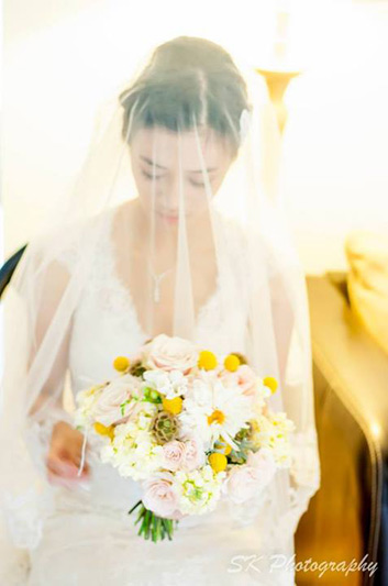summer wedding flowers in soft pink and yellow