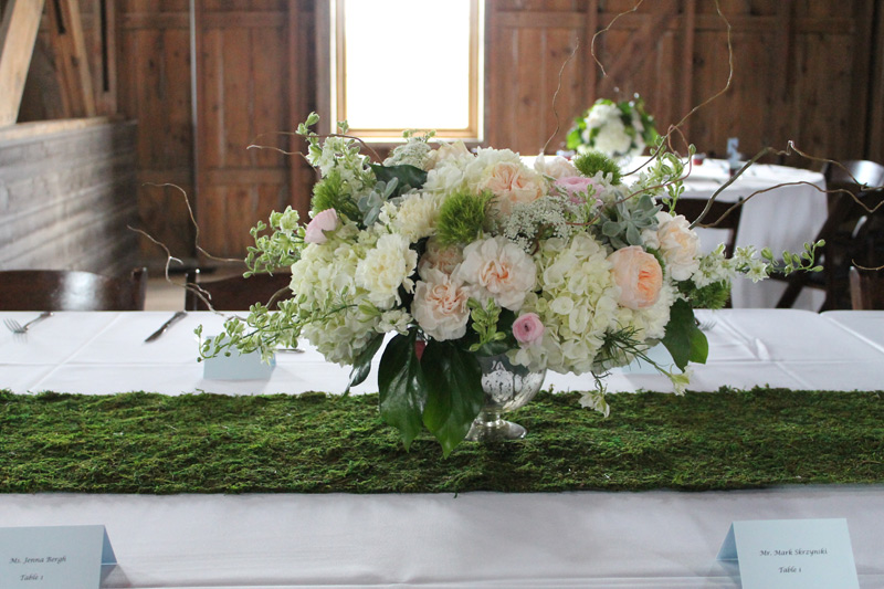 spring wedding centerpiece flowers at cottonwood barn dexter, michigan