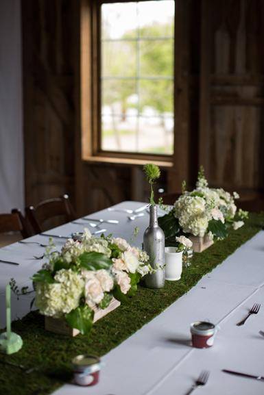 rustic spring wedding flowers at cottonwood barn