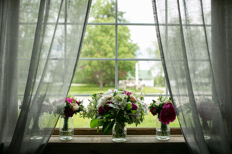 bridal and bridesmaids wedding flowers at cottonwood barn, saline michigan