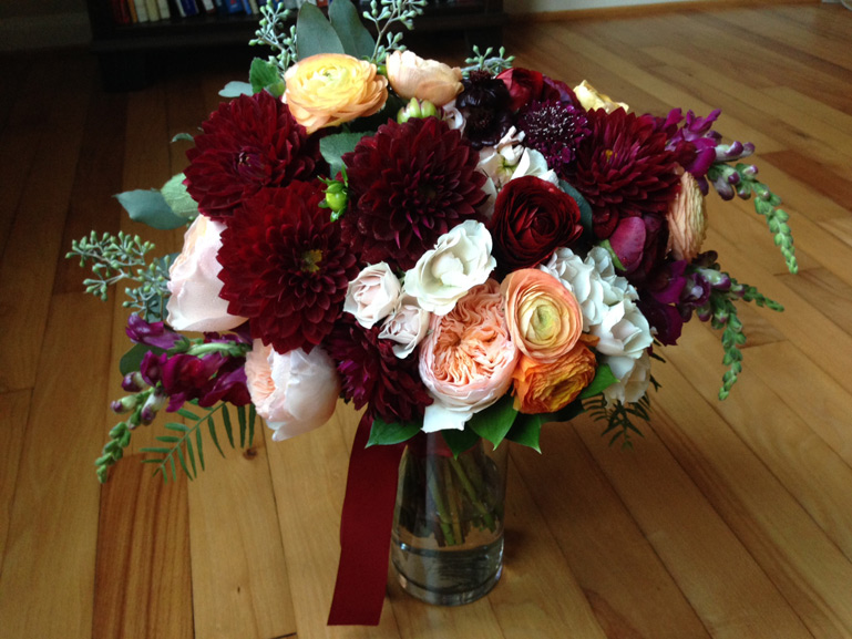 fall burgundy wedding flowers