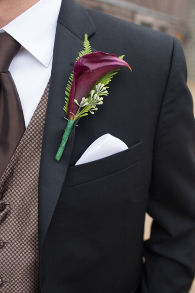 autumn groom boutonniere plum calla lily