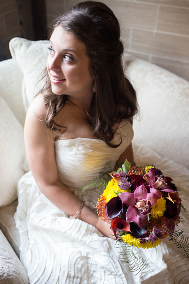 bride and bouquet at cottonwood barn, ann arbor michigan