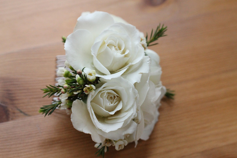 bride hair flowers white ivory