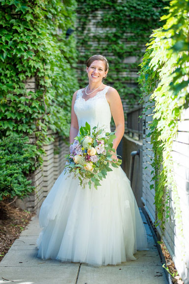 ann arbor bride with lush, natural bouquet
