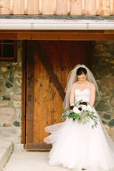 bride and bouquet ann arbor barn wedding