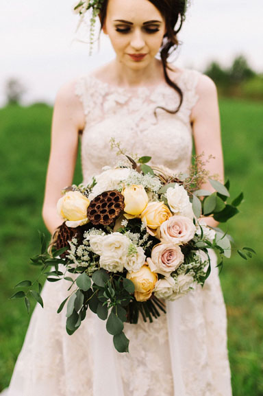 wedding flowers in ivory, blush, and gold