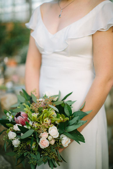 bride's winter bouquet, natural styling