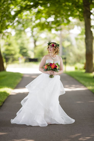 ann arbor bride and bouquet