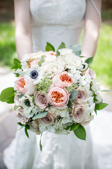 bride with blush and peach bouquet by red poppy floral design