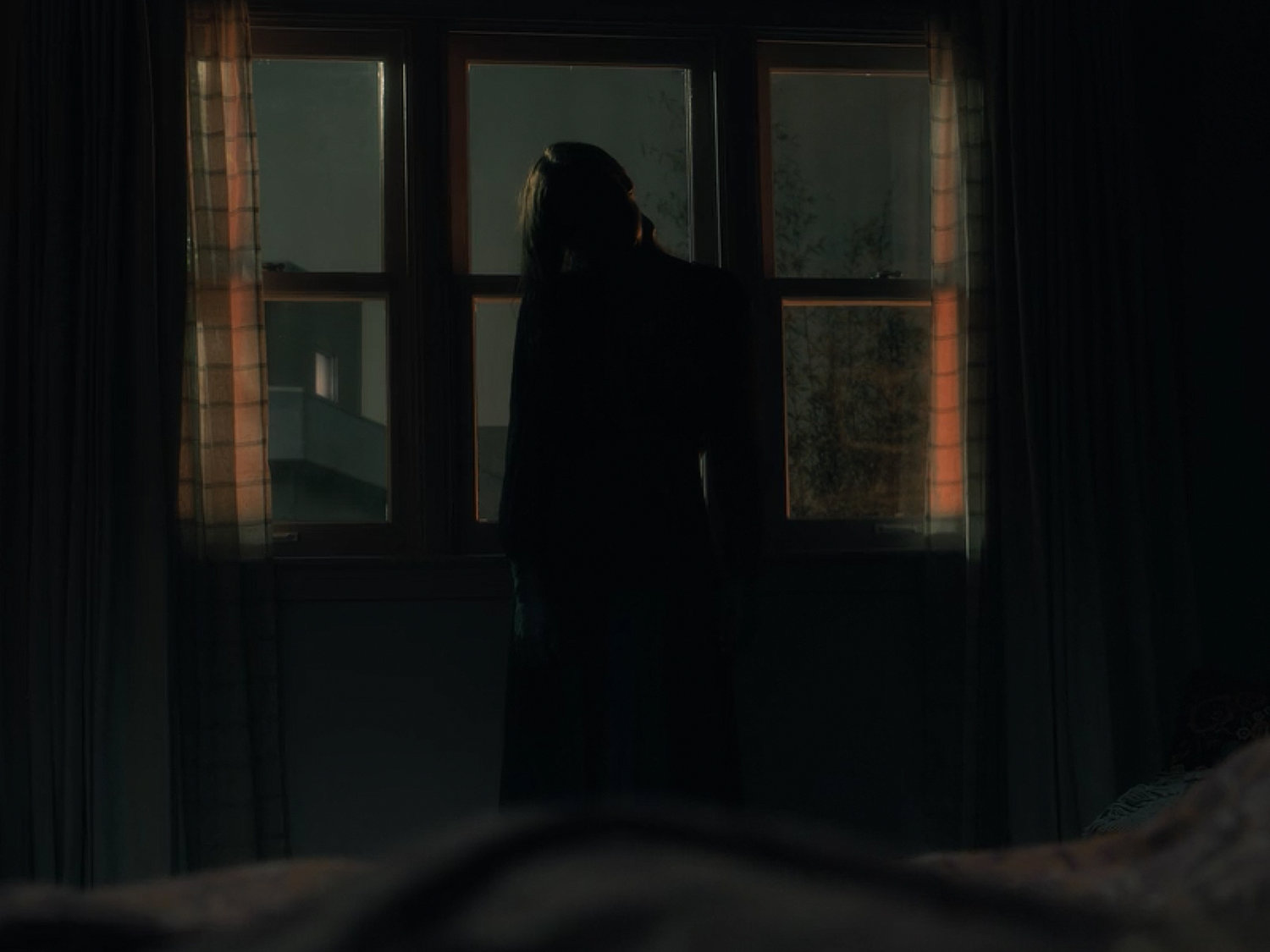 The Bent Neck Lady Examining The Haunting Of Hill House S Best Episode Strange Harbors