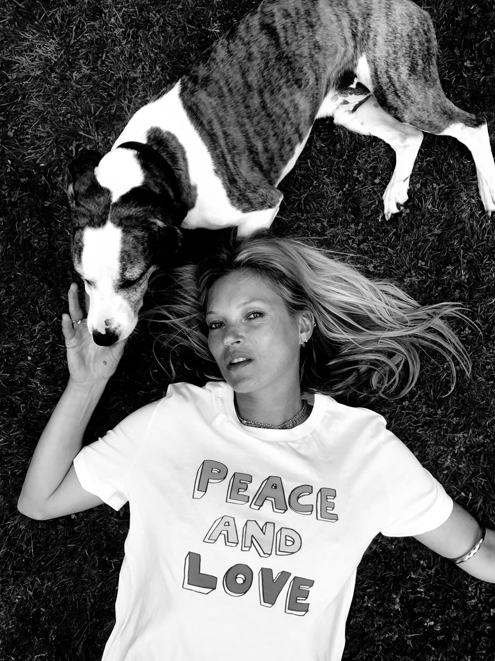 Kate Moss wears Bella Freud's t-shirt #WearItForWarChild