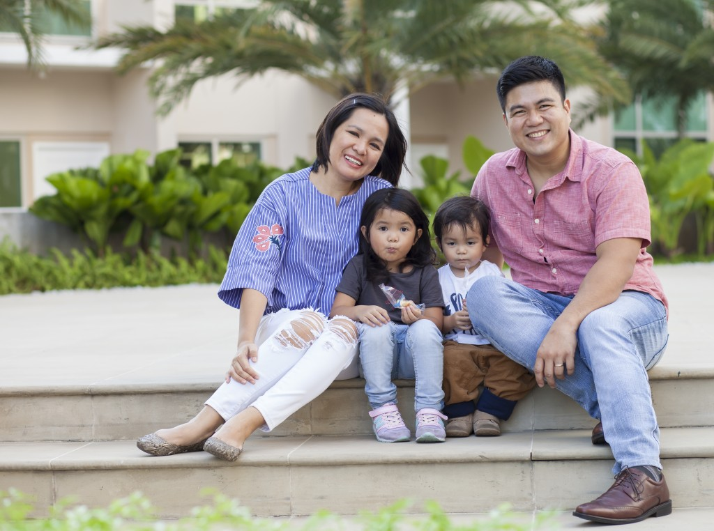 We photographed the Sulit family at the Amenity Deck which features a 733 square-meter pool and a 500 square-meter kiddie pool, complemented by gazebos all around. It had a definitive resort feel.