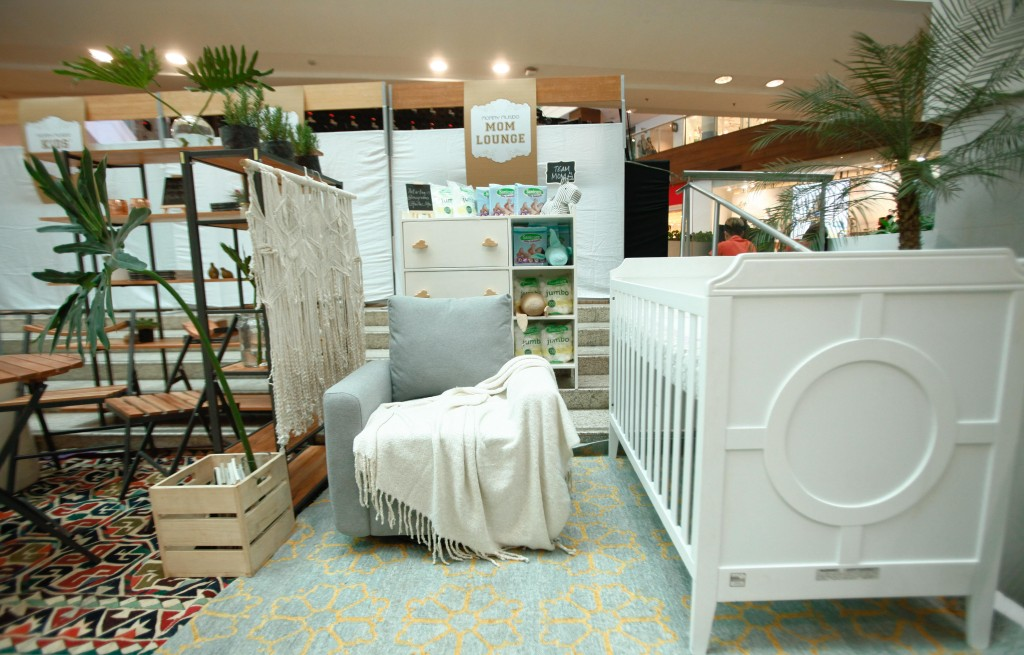 Expo Mom featured a Mom Lounge where mommas can comfortably breastfeed their babies or just spend a bit of quiet time with them.