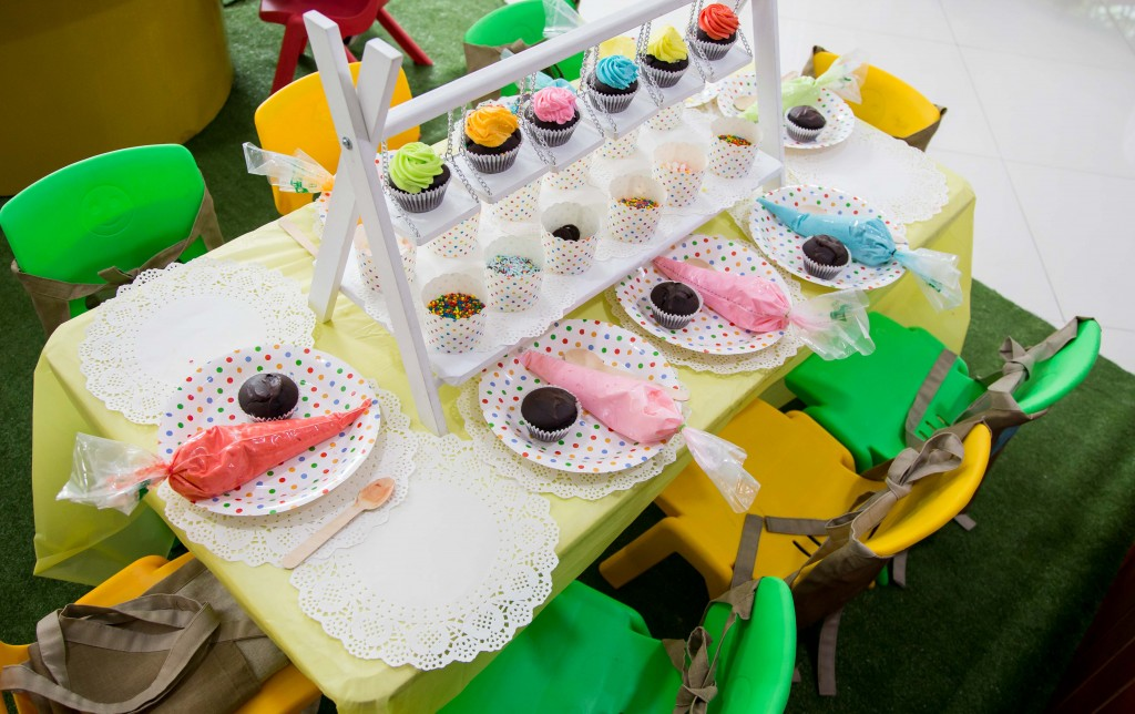 It was a mom and kid affair, and the little ones were kept occupied with different activities including decorating their own cupcakes