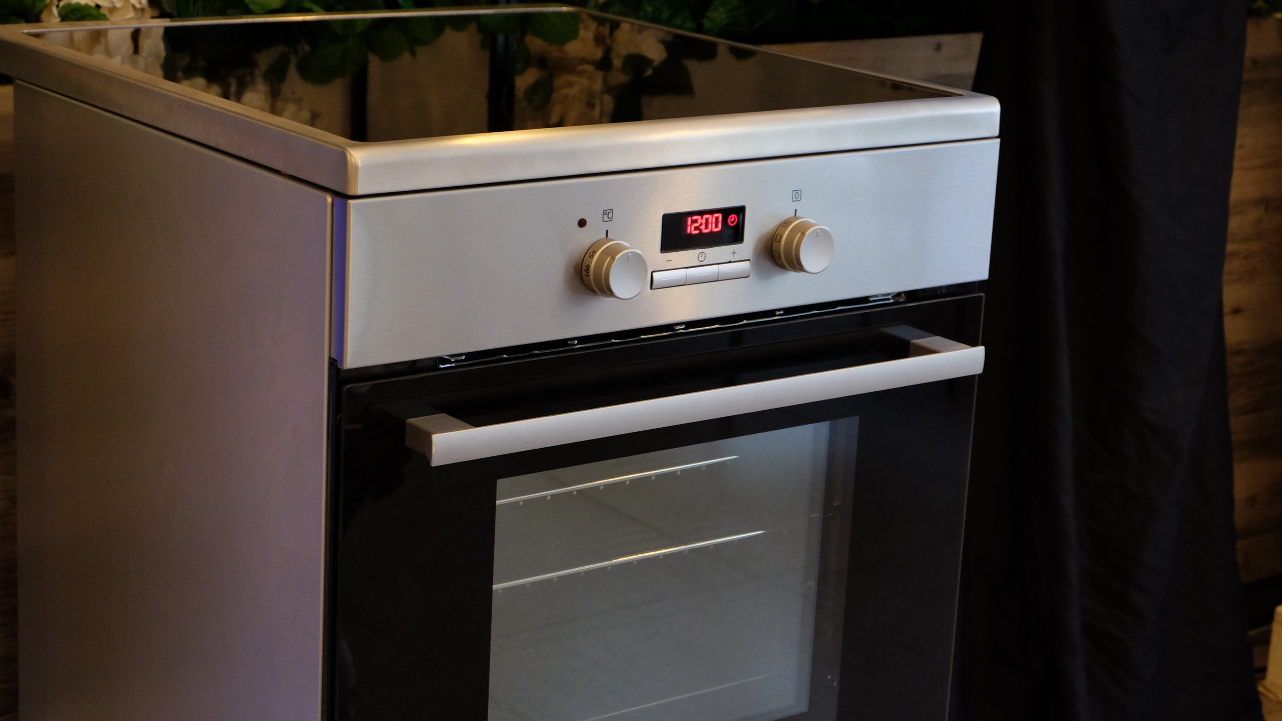 Electrolux Cooking Range with Induction Cooktop & Electric Oven gives moms the advantage and luxury of making any hearty and healthy meal in the kitchen for summer blowouts, or simple family dinners at home. It comes with the Precise Temperature Control which allows moms to go from high to low heat instantly, making sure that they never under- or overcook again.