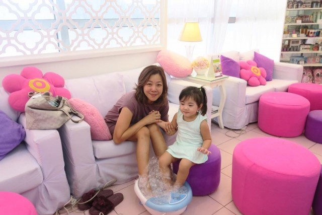 Jane spending time with her daughter at the spa