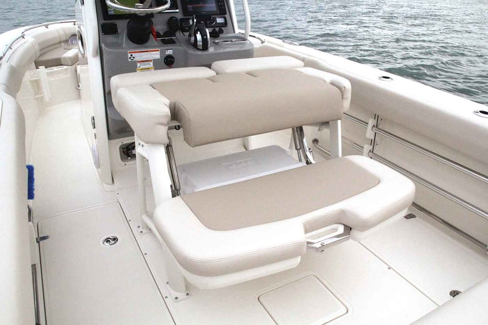 Boston-Whaler-230-Outrage-Gallery-2.jpg