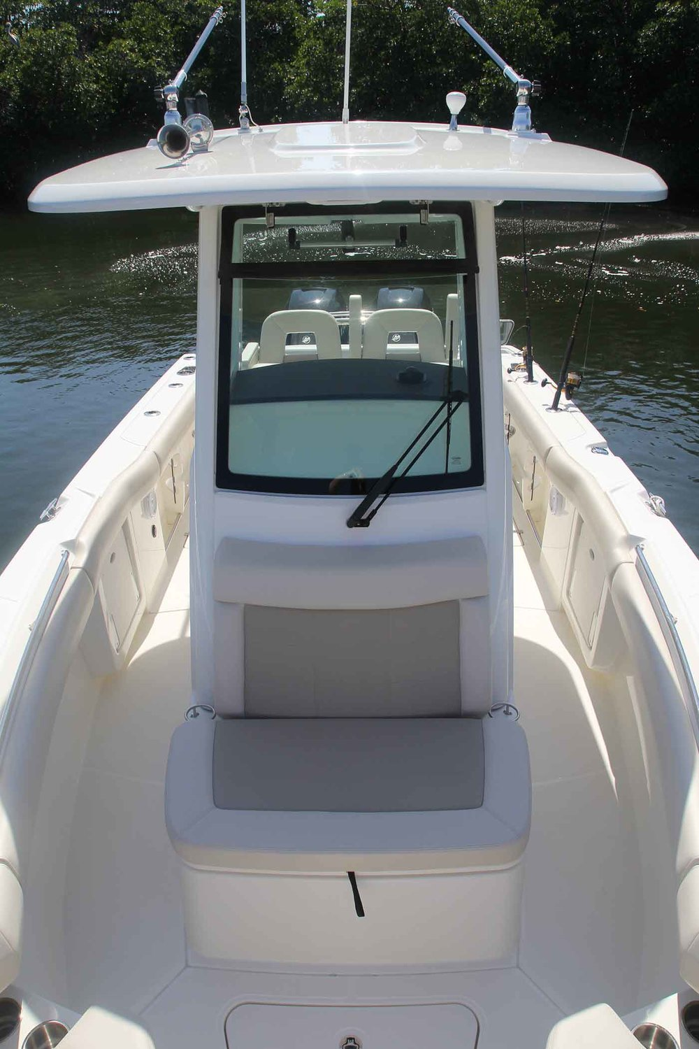 Boston-Whaler-250-Outrage-Gallery-9.jpg