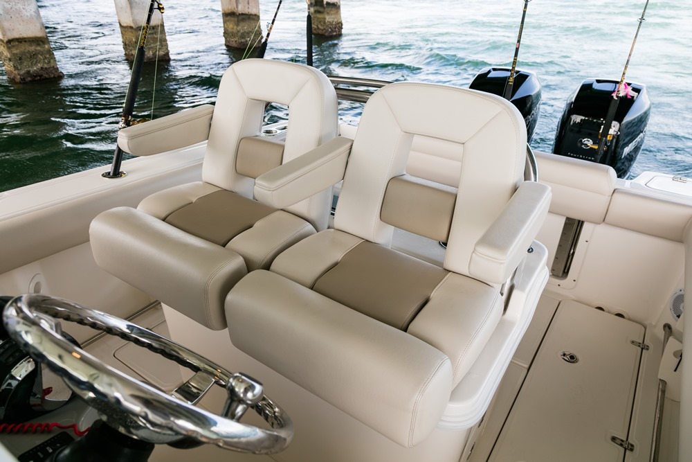 Boston-Whaler-250-Outrage-Gallery-3.jpg