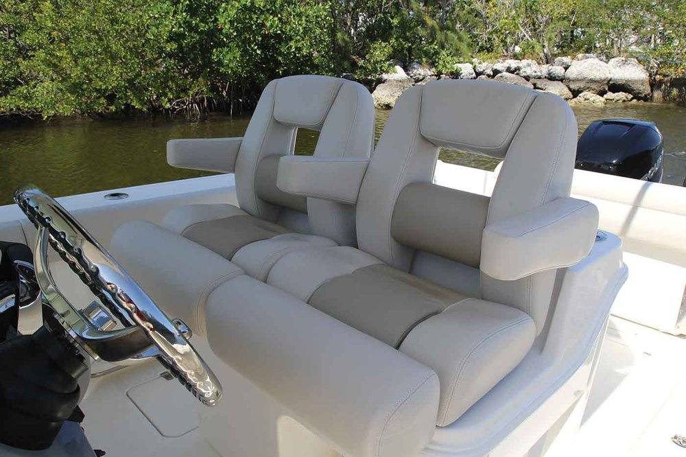 Boston-Whaler-280-Outrage-Gallery-3.jpg