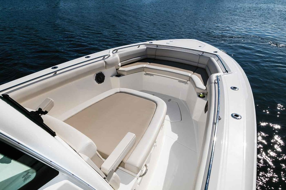 Boston-Whaler-330-Outrage-Gallery-2.jpg