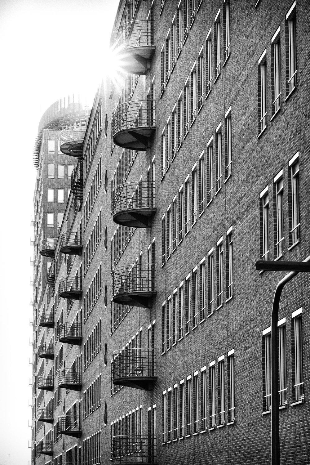 Häuserfassade-mit-Sonnenlicht-Stern-Hamburg-Architekturfotografie-Hamburg-Jens-Hannewald_0300.jpg