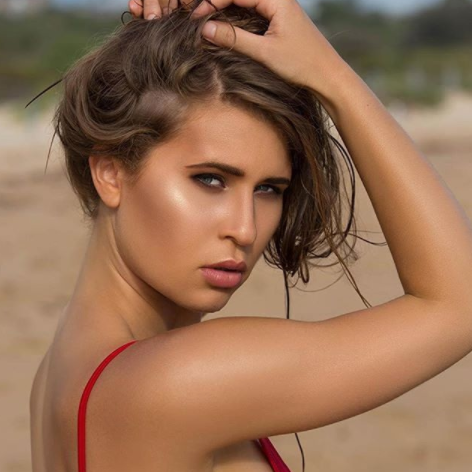 Wink_Model-Beach_shoot.png