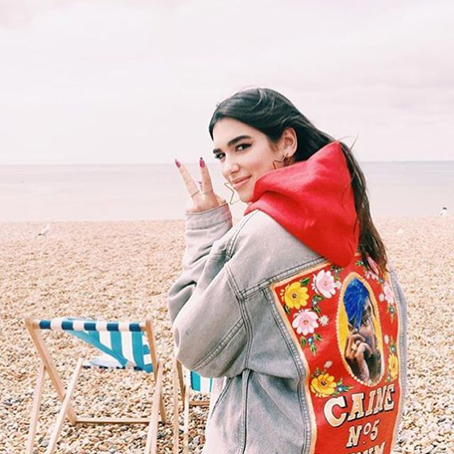 Realllllly good advice for the weekend from Super BABE DUA LIPA! @dualipa @lorenzoposocco 🔥❤️🔥❤️🔥❤️🔥❤️ 1️⃣: Don't pick up the phone You know he's only callin' 'cause he's drunk and alone🧟‍♂️🥃📞❌ 2️⃣: Don't let him in You'll have to kick him out again💃🏻🚪🕳❌ 3️⃣: Don't be his friend You know you're gonna wake up in his bed in the morning❌🛌 And if you're under him, you ain't gettin' over him 💪🏻💪🏻💪🏻💪🏻 #goodadvice #friday #painteddenim #friyay #cainelondon #loveincaine #hotterthanhell #dualipa