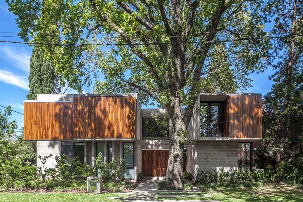 casa-aranzazu-besonias-almeida-arquitectos-architecture-residential-buenos-aires-argentina_dezeen_2364_col_17-1704x1136.jpg